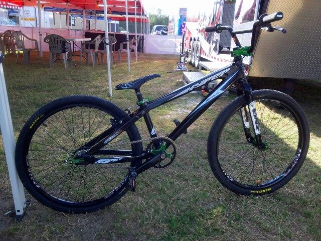 hyper bikes mission 1 cruiser