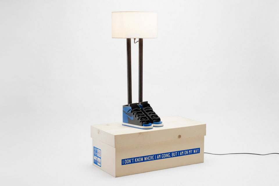 grotesk-case-studyo-6-ft-6-in-lamp-black-royal-blue