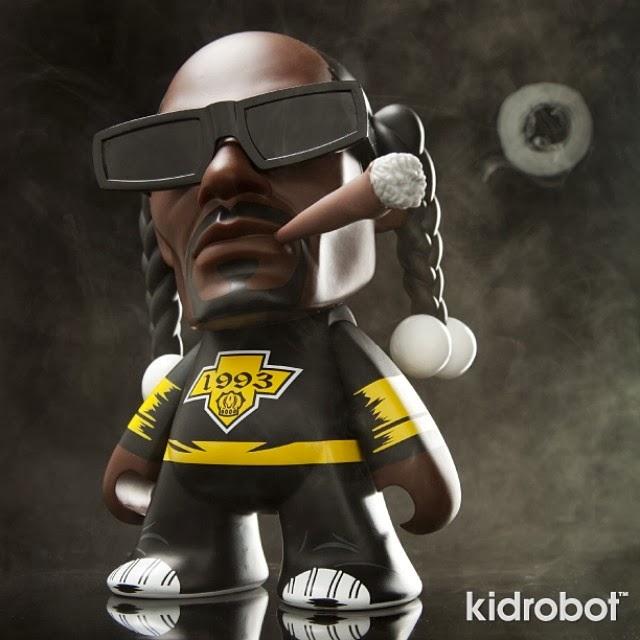 snoop dogg kidrobot toy