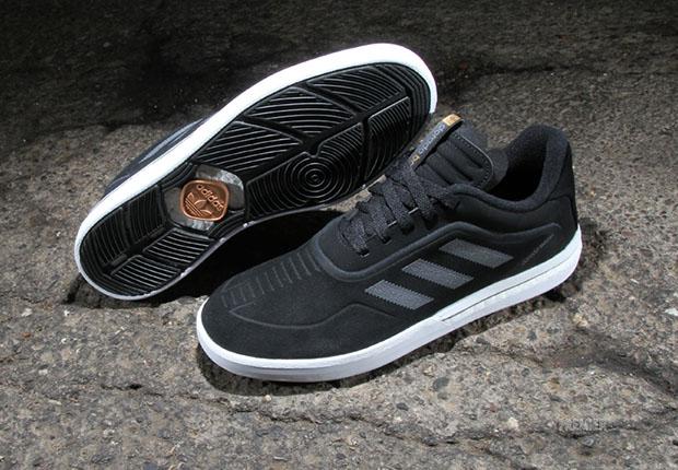 adidas-skateboarding-dorado-boost 2