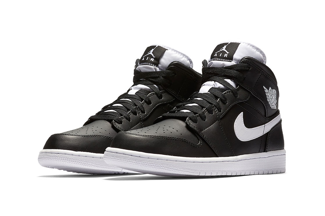 Air Jordan 1 black white pair