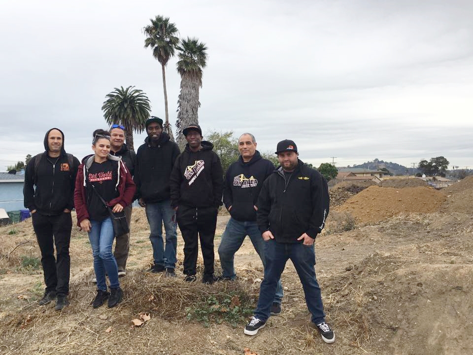 Dirt-World-leadership crew