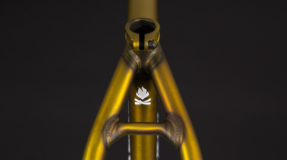 flybikes-fuego-5-frame-trans-gold-seat-stay-bridge