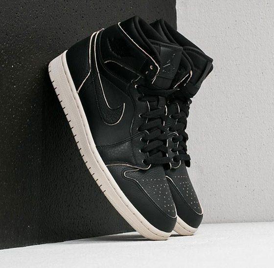 Nike Roshe Run Palmiers Dimpression Travestissement Blanc Noir. €158.97  €52.99. Économie : 67%. Air Jordan 30 Ans Pokemon Boîte