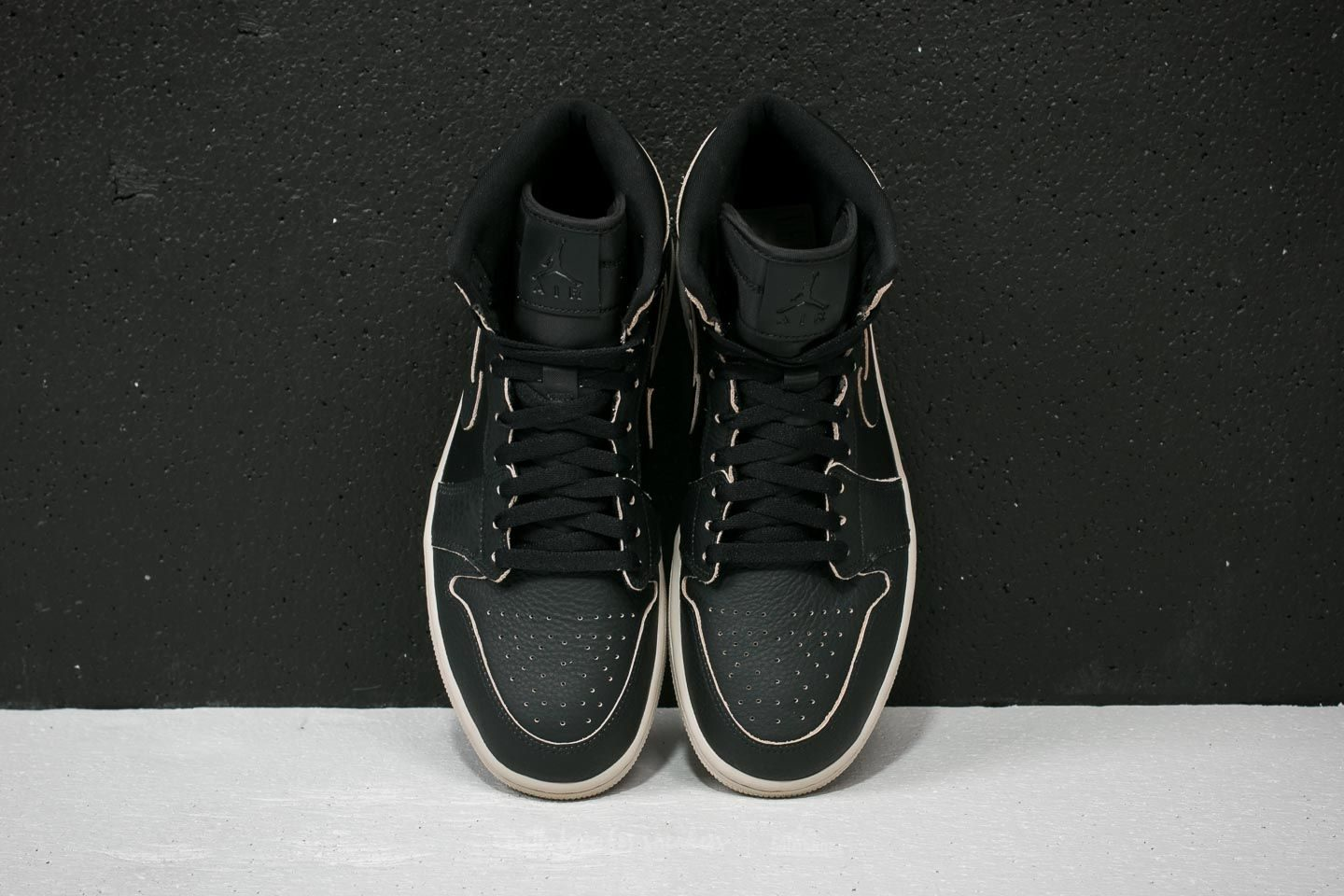 air-jordan-1-retro-high-premium-black-black-desert-sand