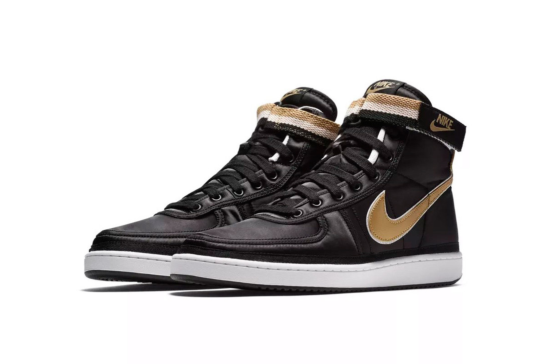 nike-vandal-supreme-black-metallic-gold pair