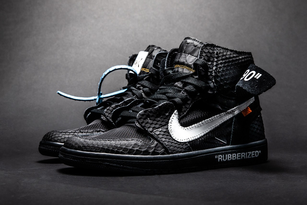 air-jordan-1-rubberized-python pair