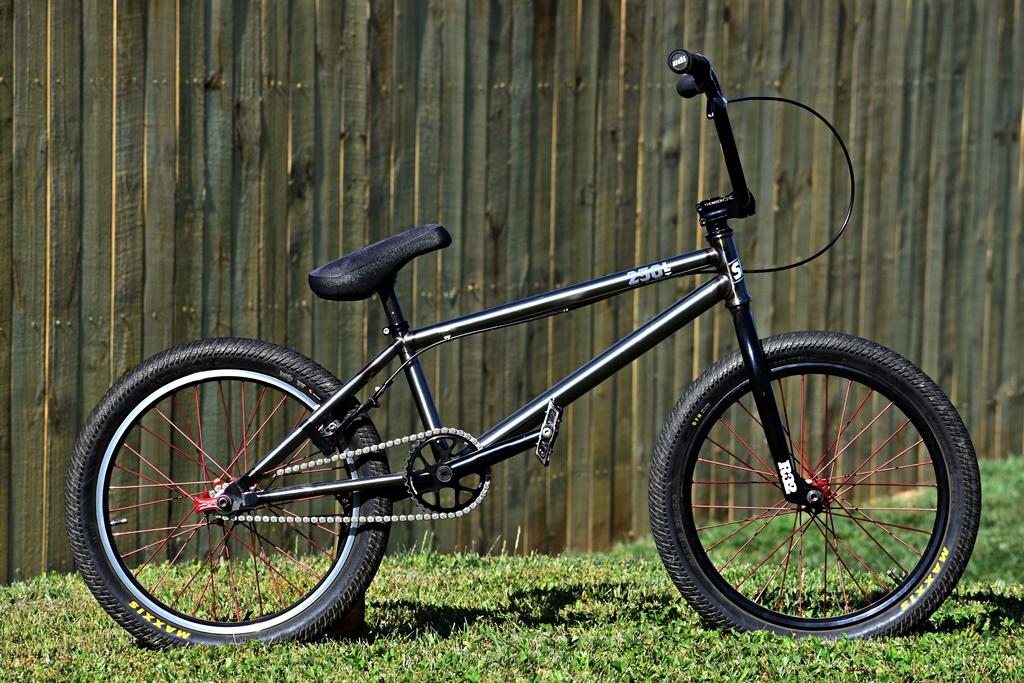 standard 25L bmx bike